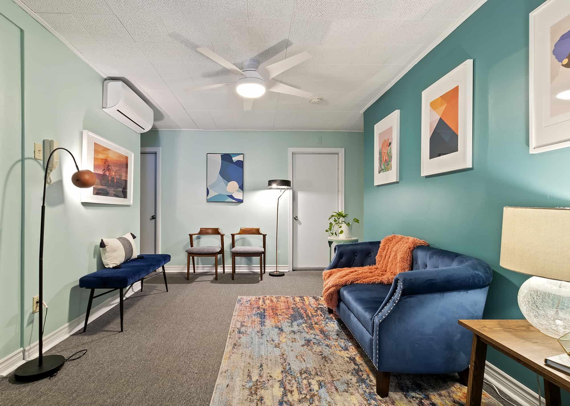 Divan bleu - waiting room